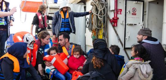 Die Hilfsorganisation Sea-Watch bei einem Rettungseinsatz