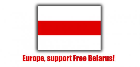 """Bild der alternativen Belarus-Flagge, darunter der Schriftzug: """"Europe, support Free Belarus"""""""